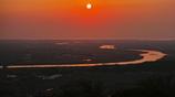 最上川と太陽