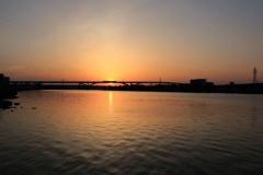 荒川 夕日
