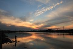 荒川 夕暮れ 釣り人