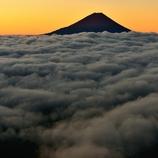 雲上赤富士