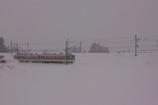 雪国の電車が走る