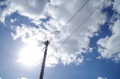 立ち止まる、空を見上げる