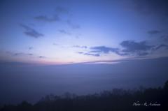 霧に沈む街