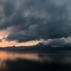 支笏湖 広がる暗雲
