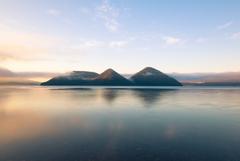 洞爺湖 朝陽の当たる小島