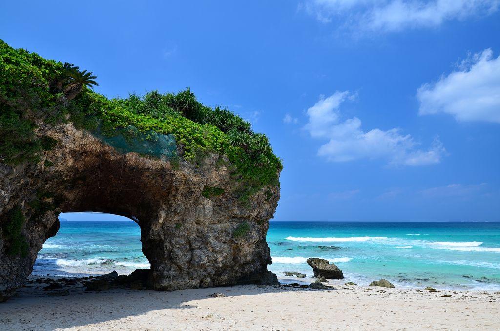 沖縄のマジで綺麗な宮古島の砂山ビーチの雰囲気