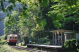 山間の電車