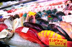 沖縄の公設市場 不思議な魚がいっぱいでした