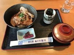 昼食 米ぶた丼