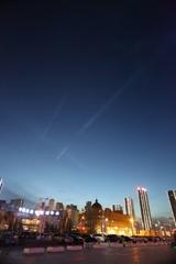 黄昏時の飛行機雲(^_^)