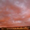 染まる空に架かる虹