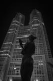 夜の都庁舎.