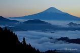 流れる雲と霊峰