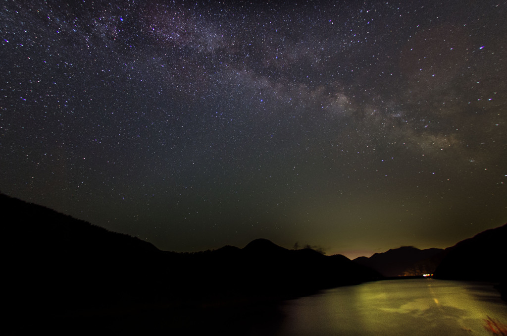 徳山湖にかかる天の川