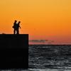 夕暮れの釣り人