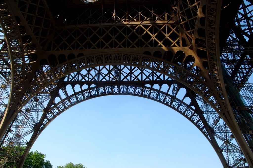 夏のエッフェル塔