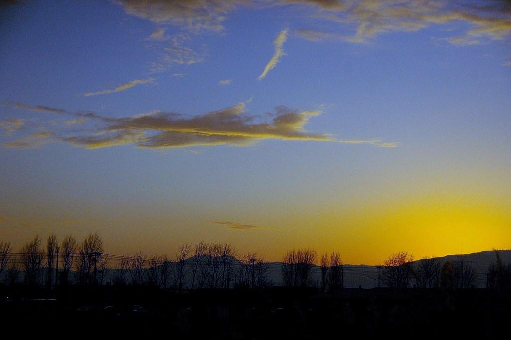 大地の夕景