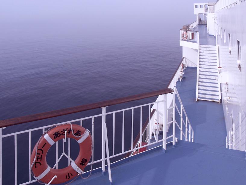 海霧の中を