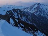 夕闇迫る峰々