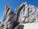 奇岩と青空