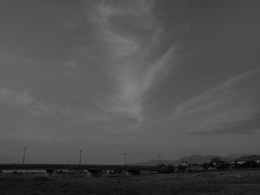 モノクロな空