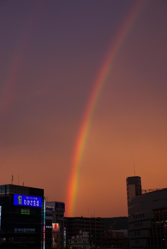 京都駅から見る虹