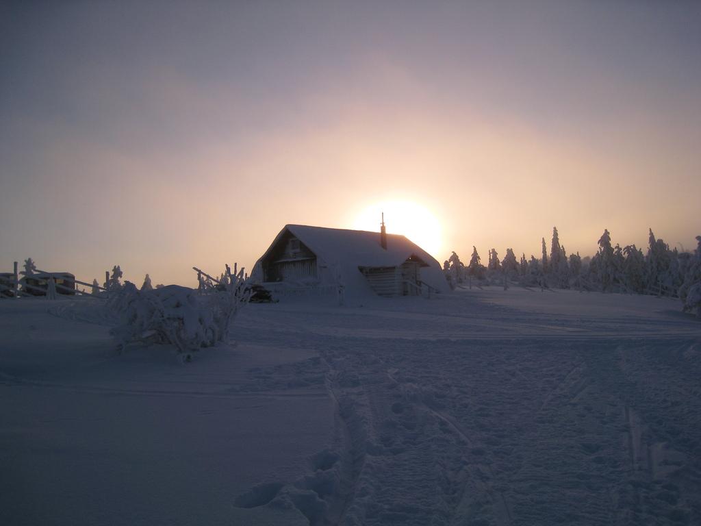 雪中の小屋