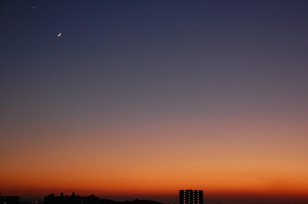 三日月と夕焼け