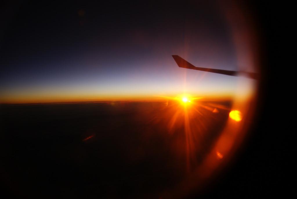 高度12000mの夜明け