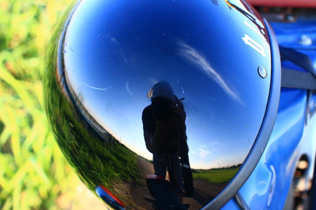 ヘルメットの空 ブルー