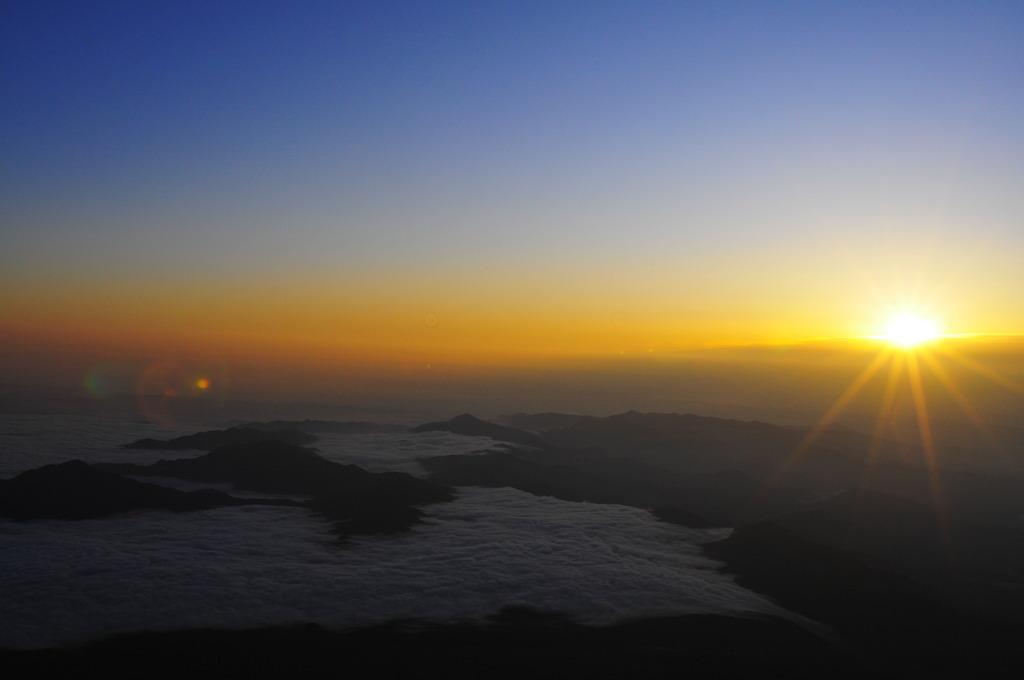 富士山頂 御来光