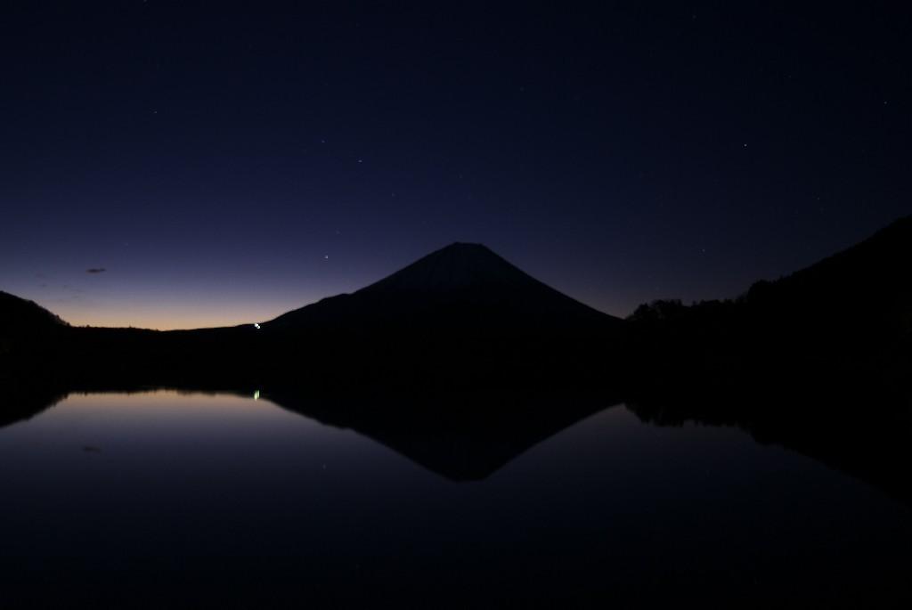 日の出前:精進湖