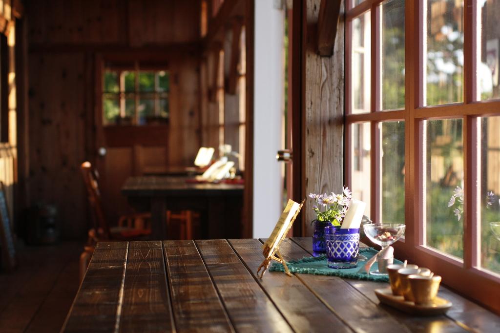 喫茶店 夕方の窓際