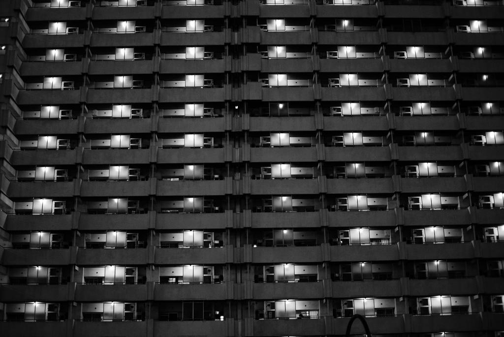 灰色のマンション
