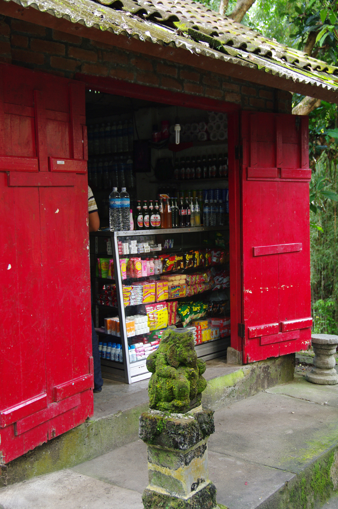 shop of a red door