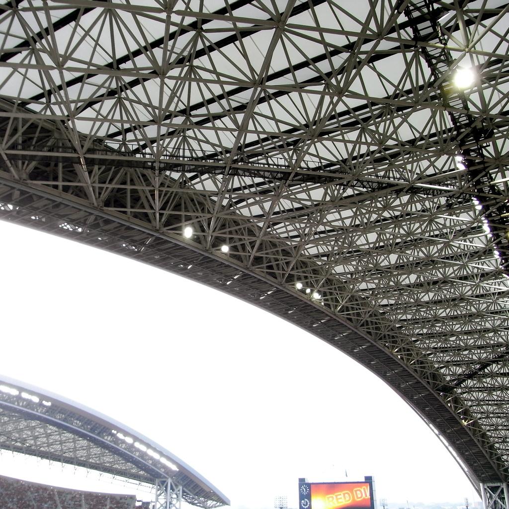 スタジアムの屋根を下から02
