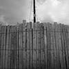 板壁と電信柱