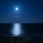 OLYMPUS E-1で撮影した風景(満月とさざ波 )の写真(画像)