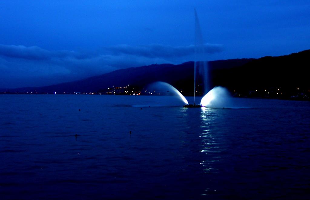 諏訪湖噴水
