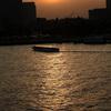 夕暮れの海港