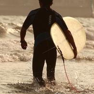 CANON Canon EOS 5Dで撮影した人物(これから波に向かいます)の写真(画像)
