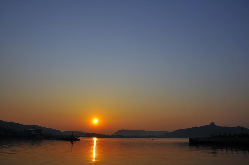 屋島と五剣山と夕焼け
