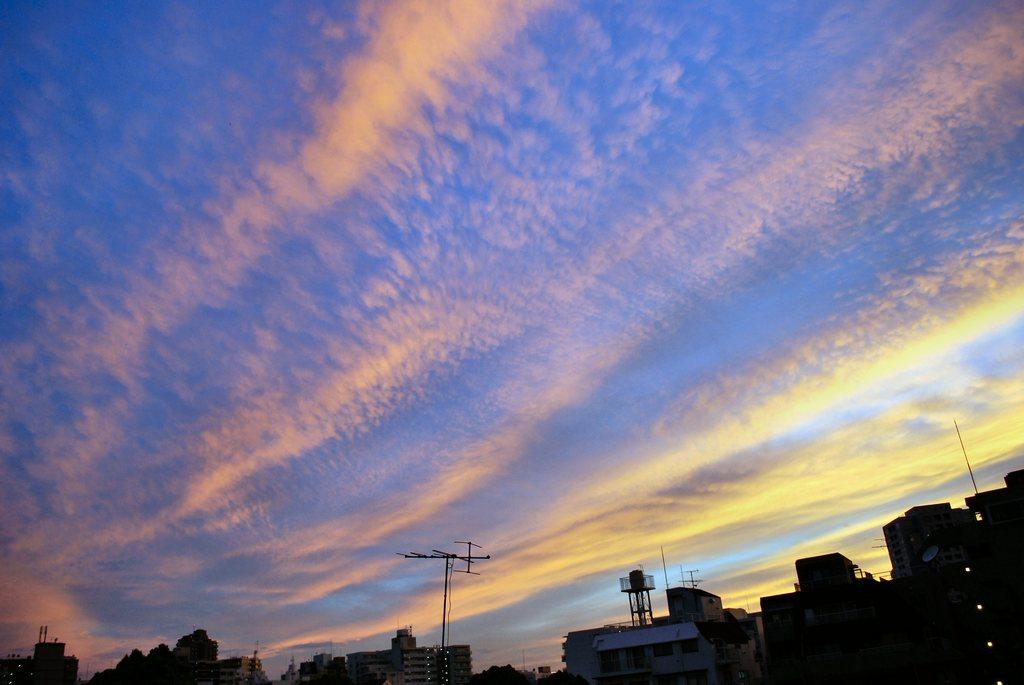 青×オレンジ=空