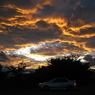 夕焼け、雷雲の如し