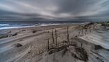 雨上がりの荒れた海岸
