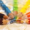 七色の色鉛筆に弾ける