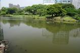 池の方から蓬莱を望む