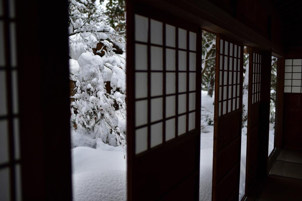 日本の冬の朝