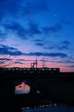 日の出前の通勤電車