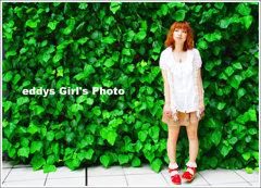 ツタの壁と女子